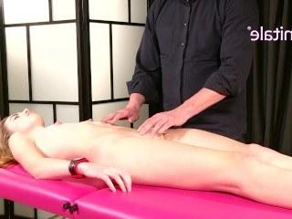 Девушка пришла на эротический массаж, чтобы кончить в руках умелого мужика