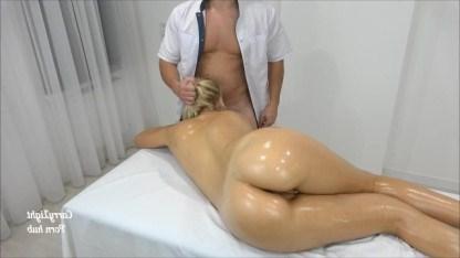 Молоденькая девчонка потребовала секса на массаже и трахнулась с парнем