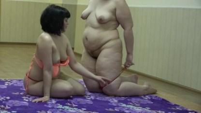 Русская брюнетка кончила от куни в исполнении толстой лесбиянки