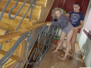 Русский парень удивил зрелую тетю умелым сексом, выебав ее раком