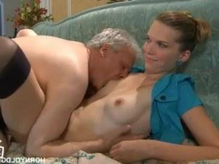 Старик ебет молодую внучку, чтобы она ощутила силу его любви на сто процентов