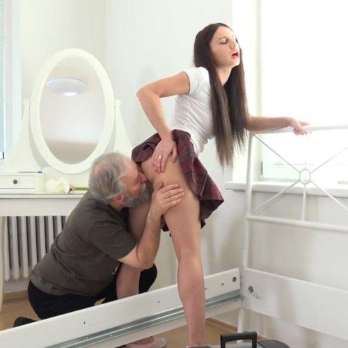 Категория порно - Взрослые с молодыми